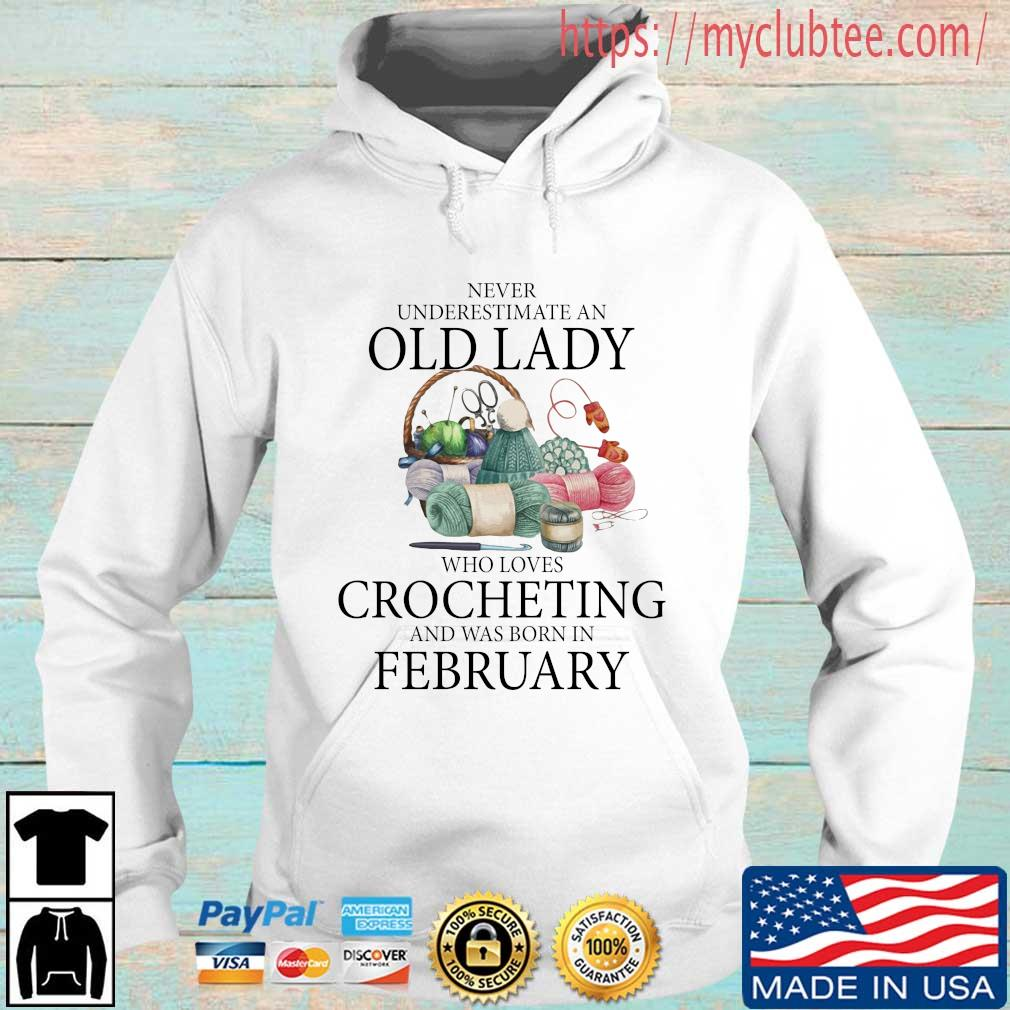 Never Underestimate An Old Lady Who Loves Crocheting And Was Born In February Shirt Hoodie trang
