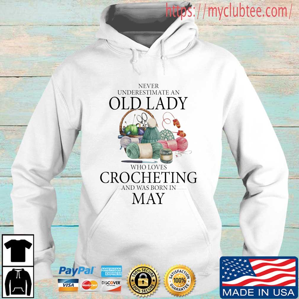 Never Underestimate An Old Lady Who Loves Crocheting And Was Born In May Shirt Hoodie trang